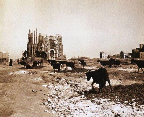 736px-Sagrada_Familia_1915