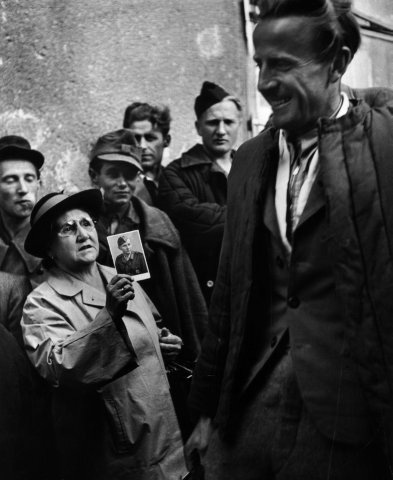 Homecoming Prisoners, Vienna, 1947