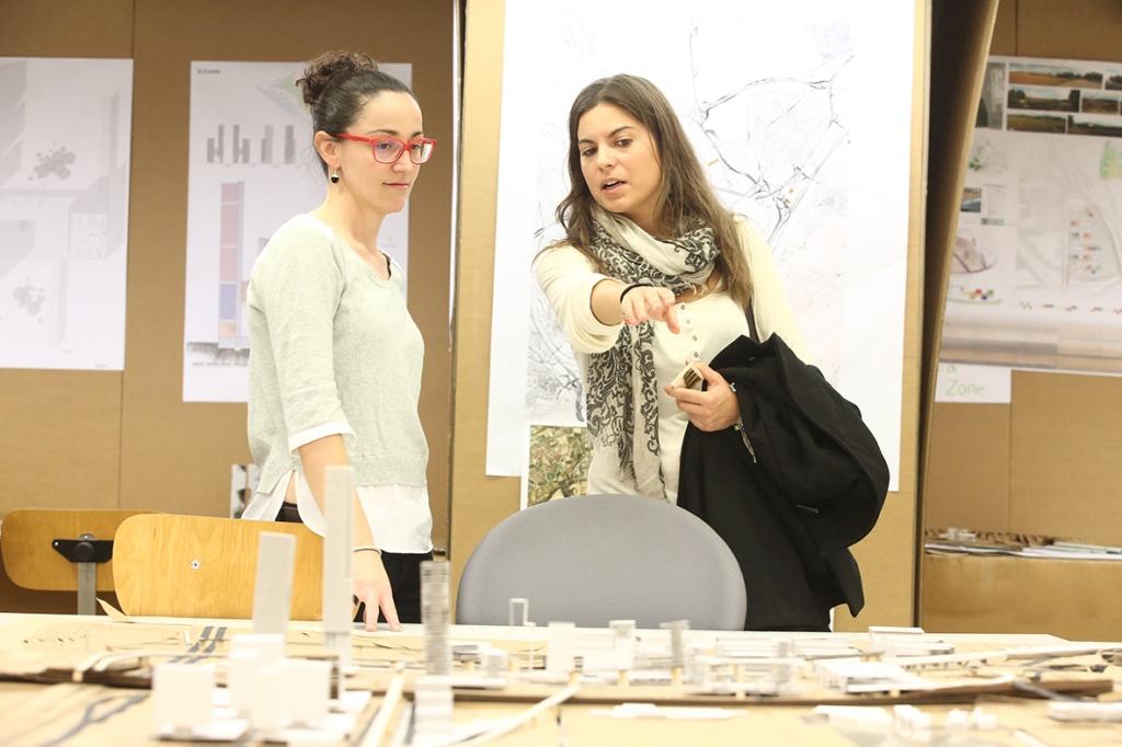 Corrección con una alumna de la School of Architecture de UIC Barcelon