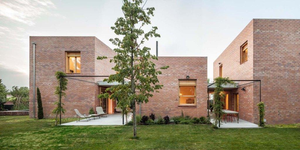 Casa 1101, Sant Cugat, Spain - Photo © Adrià Goula