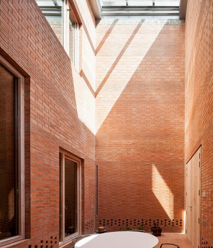 Casa 1014, Granollers, Spain - Photo © Adrià Goula