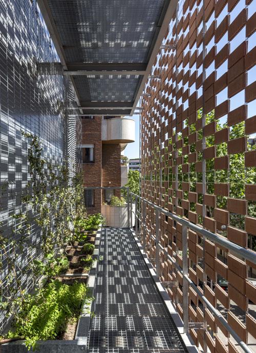 Detalle de la fachada de la ampliacion del Colegio de las Teresianas, Barcelona