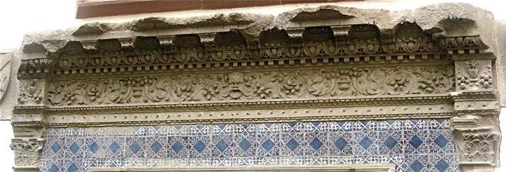 Llinda de la porta principal de la casa Gralla, al Museu de l'Enrajolada de Martorell